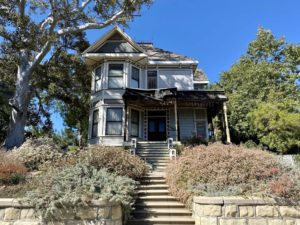 """""""Thriller House"""" in Angelino Heights"""